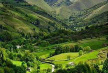 Prachtige landschappen / Van over de hele wereld. Vooral mooie foto's om heerlijk bij weg te dromen. Gepind door Bergen Magazine.