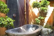 Outdoor Showers / Beautiful outdoor showers with stone