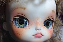 Dals customisées make-up eyes chips By CrAcOtTe / Je vous présente toutes mes dals customisées par mes soins  Je réalise également des eyes chips peints a la main  Je prend des commissions pour make-up