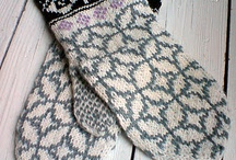 Crafts - knitting - mittens or gloves / by Adriana Rodriguez