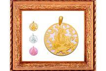 Medallas / Fabricadas plata de ley y plata de ley chapada en oro de 24 kt montadas sobre NACAR y onix .  Exclusivas en www.debussy.es