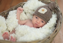 'Little dreams' / Adorable baby hat knitted in Rowan Baby Alpaca, which is wonderfully soft and warm. Quirky little details like the knot on top and contrasting colour square with a sweet wooden button make this hat irresistible. Perfect for your little one, those first photographs or as a lovely gift