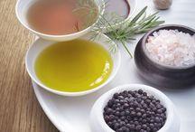 WIBERG A la Carte / GENUSSVOLLE VIELFALT Wir machen Lebensmittel zum Genuss. Auf diesem Versprechen basiert unsere Partnerschaft – vom Profi für den Profi. Wählen Sie aus den unendlichen Weiten des Geschmacks: Von Kräutern, über Gewürze, Mix-Spezialitäten, Bouillons, Chutneys, Pestos, Essigen und Ölen, bis hin zu süßen Spezialitäten, Balsamico Glaces und AcetoPlus. Machen Sie jedes Ihrer Gerichte zu einem wahren Geschmackserlebnis und entdecken Sie das kreative Potential, das WIBERG Produkte in sich bergen.