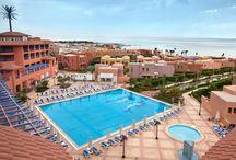 فندق كانـكـون بيتش ريزورت, العين السخنــة بمصر / يقع على الكيلو 102 من طريق الزعفرانة وعلى بعد1 كم من البحر الأحمر