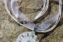 Necklaces / náhrdelníky