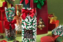 Christmas Candy Packaging / The most important retail season of the year requires a vast collection of holiday themed packaging.  Our Christmas collections will provide a variety of unique shaped candy boxes, awesome printed bags, and plenty of accessories to create a festive holiday presentation.