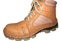 Jual Sepatu Semi Boot /     Tinggi -+17cm     Berat -+1.6kg     Memakai Steel Toe Cap ( Besi Pelindung Jari Kaki )     Memakai Sole Rubber terbaru dari bahan karet yang sangat kuat     Disamping pengeleman dengan di press juga ditambah dijahit disolenya     Menggunakan lapisan kain yang empuk & nyaman didalam untuk menambah kenyamanan saat dipakai     Memakai bahan KULIT SAPI ASLI