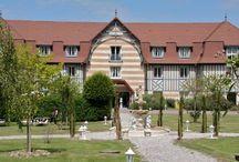 Hôtel le Manoir de la Poterie & Spa / Situé entre Honfleur et Deauville, le Manoir de la Poterie & Spa vous propose des chambres avec vue mer ou campagne, un salon avec cheminée, une cuisine au goût du jour et la relaxation au spa avec piscine intérieure, sauna, hammam...