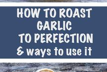 Garlic / Garlic is a member of the onion family and has a distinctive smell and taste.  It is used in many recipes and is the centrepiece for lots of dishes from garlic bread to pasta, pesto and garlic cream sauce. Find garlic recipes and uses for garlic as well as how to cook, grow and store garlic #garlic #garlicrecipe #garlicuses #garlicbread