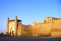 Découvrez l'Ouzbékistan / Tout le monde a déjà entendu parler de la Grande Route de la Soie, l'#Ouzbékistan se trouve au cœur de cette route légendaire où les cultures et les traditions des différents peuples se mélangent et les villes comme Khiva, Boukhara et Samarcande font rêver. La population ouzbek est accueillante, souriante, calme et sociable.