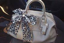 Handbags,  clutch und so weiter! / by Diana Arte