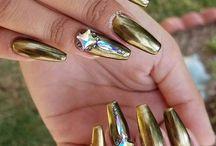 metalic auriu
