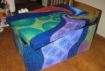 Hecho en casa / caja pintada a mano, puntillismo