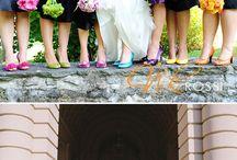 BRIDESMAID DRESSES - Same dress, missmatched accessories