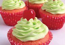 Cupcakes / by Gina Moya
