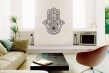 Decorar con Vinilos - design argentino na 27ª Craft Design / Para complementar a decoração com estilo, a empresa argentina Decorar con Vinilos possui diversas soluções adesivas que podem ser aplicadas em superfícies lisas como paredes, veículos, móveis ou em outros objetos.