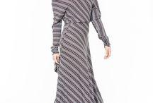 АГ_013Платье ассиметричное с карманами узкие коричневые полоски