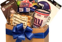 Perfect Christmas gifts for Sports Fans / Buy NFL themed gifts baskets filled with officially licensed products. New York Giants, Dallas Cowboys, Green Bay Packers, Pittsburgh Steelers and New England Patriots.