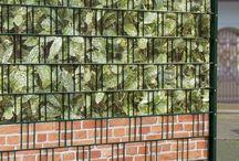 M-tec Sichtschutz in Österreich / Bei M-tec technology GmbH finden Sie Zaun Sichtschutz zum blickdichten Einflechten in Ihren Gittermattenzaun. PVC-Sichtschutz, hergestellt in Deutschland und Österreich. Attraktiver Sichtschutz zum kreativen Gestalten und einflechten.