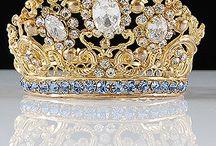 Art & Jewels / by Lara Capps-Latham