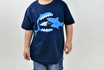 Funny Kinder T-Shirts / Auch Kinder haben ihre T-Shirts mit witzigen Motiven. Die universal T-Shirts können tragen Jungen sowie Mädchen von 2 bis 12 Jahren. Es gibt 6 Größen. Kinder T-Shirts haben crazy oder süße Aufdrucks, die echt eitzig und originell sind. Die T-Shirts für Kids sind aus 100% Baumwolle in folgenden Farben.  www.bastard-shop.de/kinder-t-shirts/