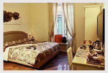 Camera Costantino: Bed and Breakfast Roma Centro / Deliziosa camera matrimoniale a Roma Centro - a due passi dal Colosseo