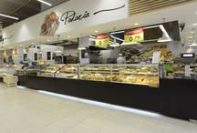 Pingo Doce, Oporto / JORDAO in one of the most beautiful avenues of Oporto. The DAISY range in the new Pingo Doce Supermarket in Foz, Oporto. One can find our range DAISY at coffee shop, bakery and take-away sections. Chilled, hot and dry/ambient serve-over and grab'n'go counters as well as the brand new heated counter for roasted chicken. In Cafeteria service area you can still find JORDAO's chilled and prep tables in a fancy black finish.