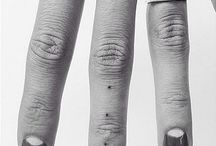 finger tatoo