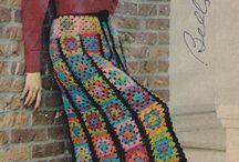 Saia em rosetas de crochet, às cores