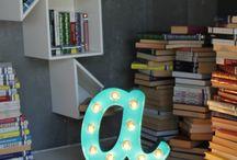 Letras decorativas con bombillas / Letras decorativas con bombillas, lo último en decoración, puedes crear mensajes, palabras, letras sueltas, lo que quieras!! #decoraconletras #loúltimoendecoración