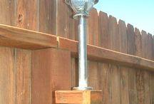 Солнечные фанарики на заборе