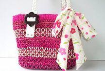 Chrizzybags Kenya / Net een beetje anders: originele tassen Handgemaakte tassen zijn anders dan de rest. En dat is waarschijnlijk ook waarom je hier terecht bent gekomen! Onze Kenya-tas is er een die eigenlijk iedere vrouw zou moeten hebben.