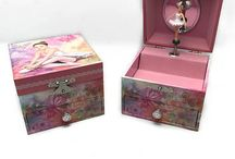 Music Boxes / Music Boxes-Jewelry Storage-Spinning Ballerina-Carousel