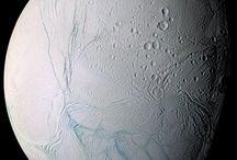 Měsíce různých planet