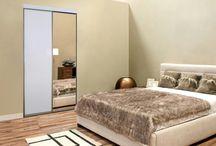 szafy wnękowe / Zaletą szaf jest ich niewielka powierzchnia, liczona w metrach kwadratowych podłogi.  Zabierając nam ok. 0,6 m głębokości z pomieszczenia dają stosunkowo dużo przestrzeni użytkowej, zwłaszcza w sytuacji zabudowy do samego sufitu.  Zatem we wszelkich mieszkaniach o mniejszej powierzchni wskazane jest zastosowanie szaf wnękowych.
