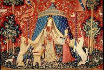 15de eeuw kunst der minnezangers / 15de eeuw Gedurende de 15de eeuw, toen de verschillende volkeren in een enkele natie werden gegroepeerd, ontstond een nieuwe stijl van het volkslied, die zich over heel het koninkrijk verspreidde. In dit tijdperk ontstonden, onder invloed van de kerkzang en van de kunst der minnezangers, talrijke liederen: liefdes-, spinne- en huwelijksliederen, kerst- en meiliederen, balladen.