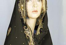 Indiska Sjalar / Den Indiska sjalen Dupattan, stor sjal till bröllop, fest eller inredning. Vacker sjal med mycket broderier med guld, silver, pärlor och paljetter
