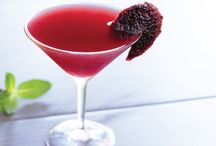 Superfood COCKTAILS / When it comes to enjoying a fine spirit, a mixed drink or a glass of bubbly, who says they can't be (somewhat) healthy!? Here are some creative and delicious superfood cocktails to enjoy on special occasions, during the holidays or even just because.