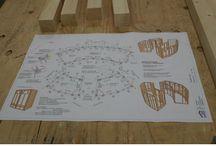 Bienen bei Bien-Zenker / In Kooperation mit lokalen Imkern haben wir direkt auf unserem Werksgelände in Schlüchtern ein Bienen-Begegnungshaus für bis zu eine Million Bienen errichtet. 18 Bienenvölker summen in und um das Bienen-Begegnungshaus. Rund sieben Monate vergingen von der Idee über die Konsultation der Bienen-Experten, die Konstruktion, die Planung und den Bau bis zum Aufbau und Einzug der Bienen.