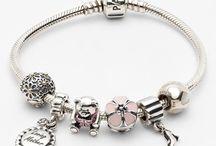 Bracelet Charm Ideas / by dlmjourney