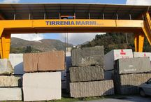 Tirrenia Marmi / Fondata nel 1954, Tirrenia Marmi è un'azienda specializzata nella realizzazione di lastre e marmette di ogni tipo di marmo e di granito nazionali ed esteri