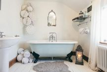 Christmas Décor in the Bathroom /  The Christmas season is upon us and, as we decorate our homes, we shouldn't forget our bathrooms. Here are some ideas for extending Christmas décor into your bathroom, to get that festive feeling everywhere.