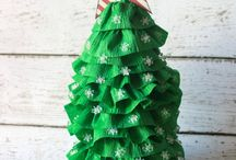 Christmas Crafts and DIY / A collection of Christmas crafts and holiday diy projects.
