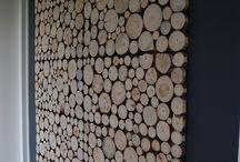 MoreFloors Vloeren Breda - Woning in Sneek / Houten wandbekleding geleverd in Sneek, Teak rustieke houtstrips en I-wood wandpanelen met stammetjes, door klant zelf aangebracht.
