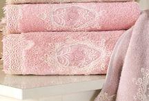 DESTAN - a női fürdőköpenyek, papucsok, törölközők és fürdőlepedők / A DESTAN francia stílusú törölközőkből, női fürdőköpenyből, kilépőből álló kollekció a természet színei harmóniáját tükrözi,ezt a kollekciót erős önálló nőknek tervezték.