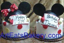 kids cakes / by Marcie beitia/r