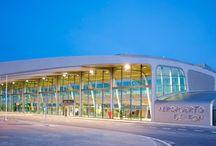 Aeropuerto de León / El aeropuerto de León abrió sus puertas en junio de 1999 y está situado en la base aérea de la Virgen del Camino, a seis kilómetros de distancia de la capital de la provincia. En la actualidad, es un aeródromo utilizado conjuntamente como base militar y aeropuerto abierto al tráfico civil. http://ow.ly/GwNzu