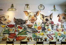 Bairro do Avillez / In Bairro do Avillez, the most recent restaurant of the Michelin star chef José Avillez, we can find a panel composed of 819 tiles and with 16,8 square meters, produced and painted in Aleluia Cerâmicas, S.A., at its Sintra unit, the Viúva Lamego Ceramics Factory.