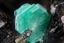 Камни, кристаллы