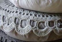 háčkované deky, polštáře...